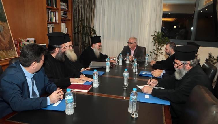 iereis3 Χωρίς κανένα θετικό αποτέλεσμα η συνάντηση Γαβρόγλου - Εκκλησίας Κρήτης