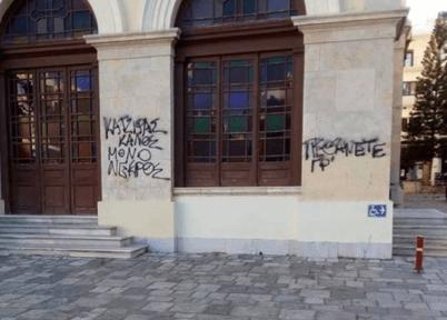 -2018-12-08-10.55.59-πμ Απρέπειες αντιεξουσιαστών έξω από τον Άγιο Μηνά