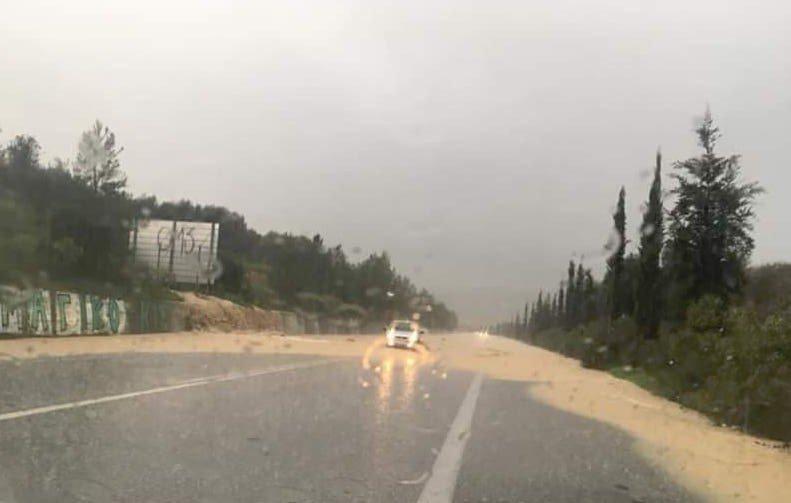 49505611-240822550204114-3915347136845185024-n Πλημμύρισε η εθνική οδός στο ύψος του Ταυρωνίτη (φωτο+βιντεο)