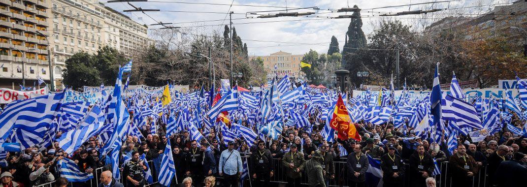 syntagma-syllalitirio-makedonia-1070 Εριξαν χημικά για να διαλύσουν το συλλαλητήριο για τη Μακεδονία
