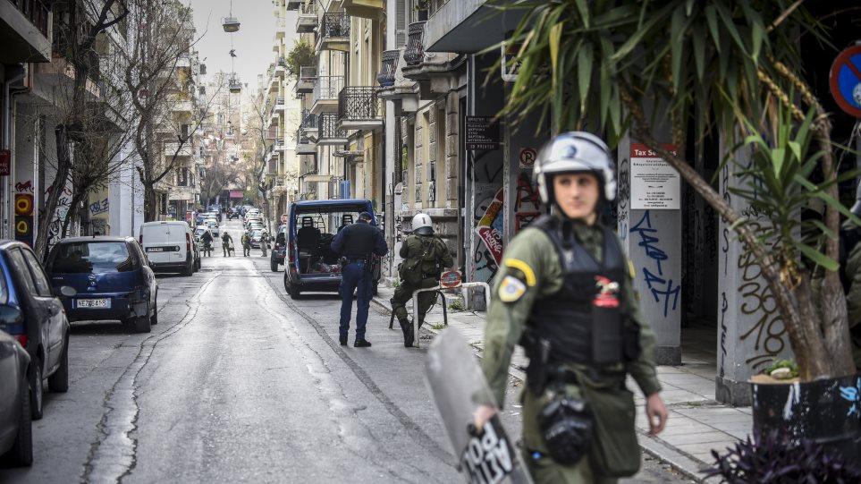 exarx-akata Η ΕΛΑΣ κάνει έξωση σε καταληψίες κτιρίων στα Εξάρχεια