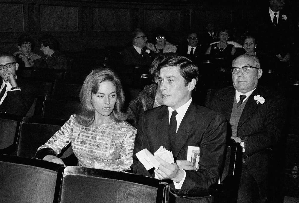 Alain-Delon-wife-Natalie Αλαίν Ντελόν: Ο πολυαγαπημένος γόης όλων των γυναικών