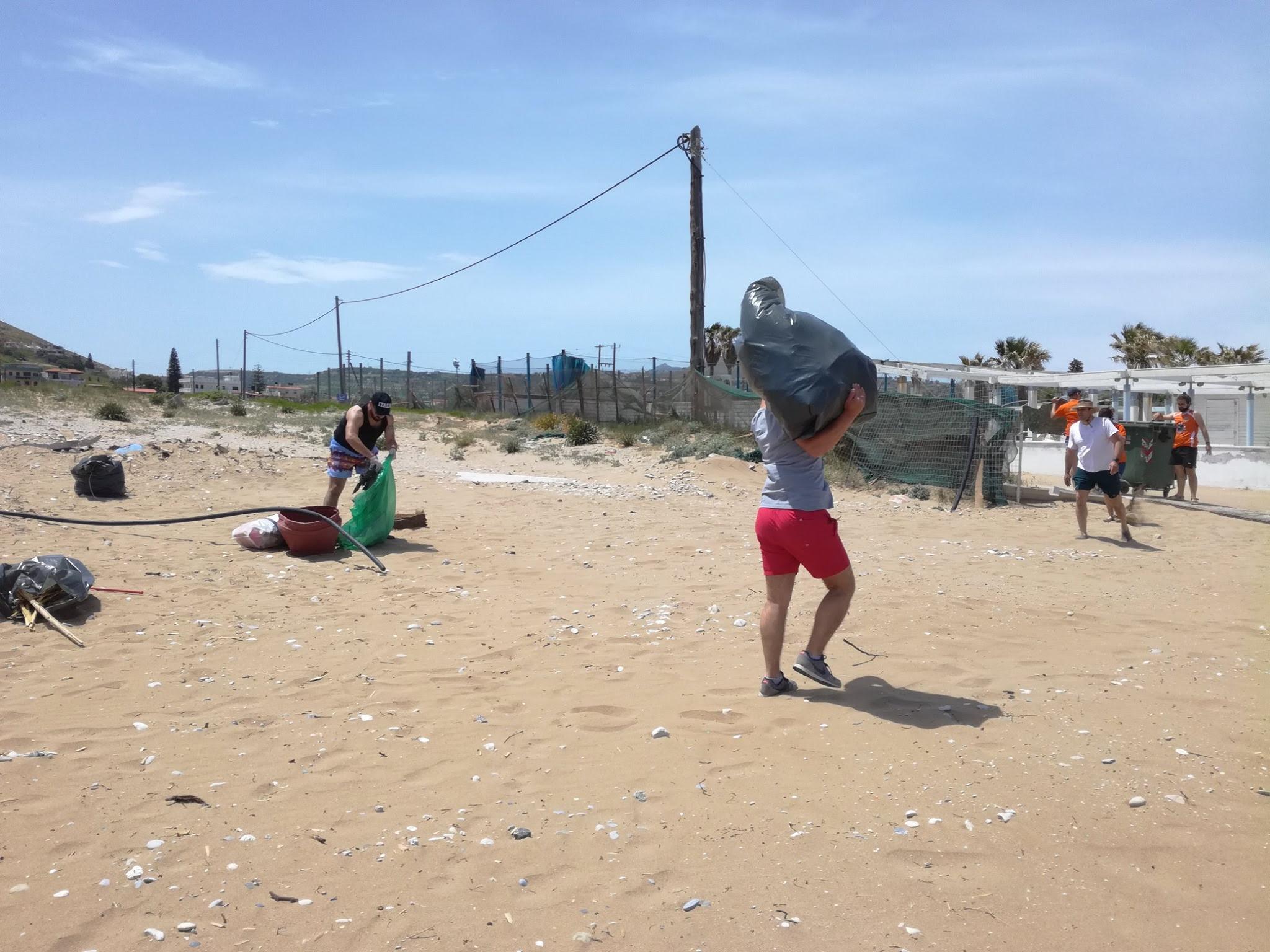 unnamed-3-10 Εθελοντικός καθαρισμός της δημοτικής ακτής Καρτερού