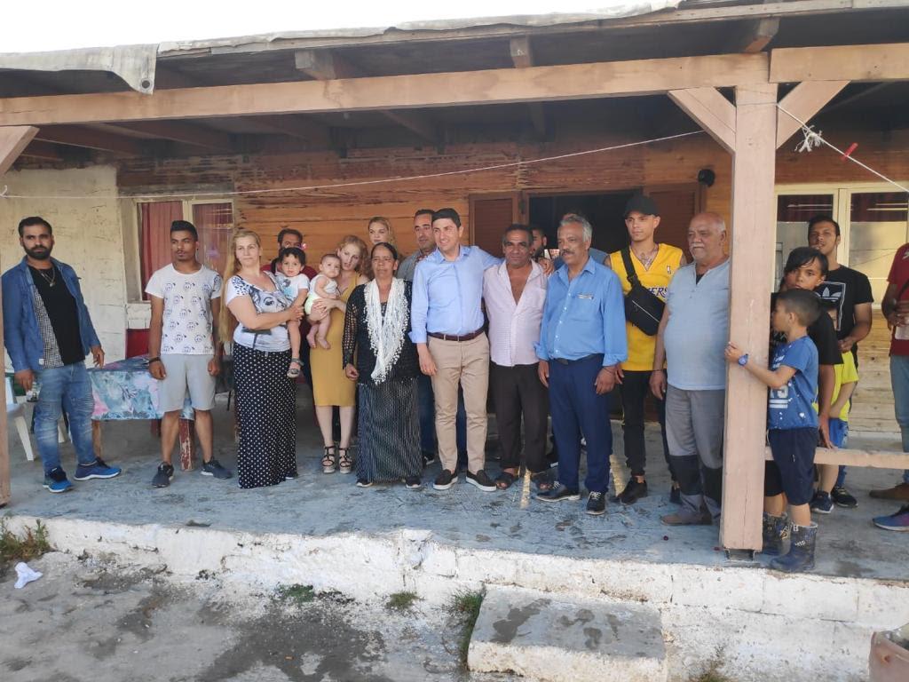 0-2-10 Επίσκεψη Αυγενάκη στον καταυλισμό των Ρομά