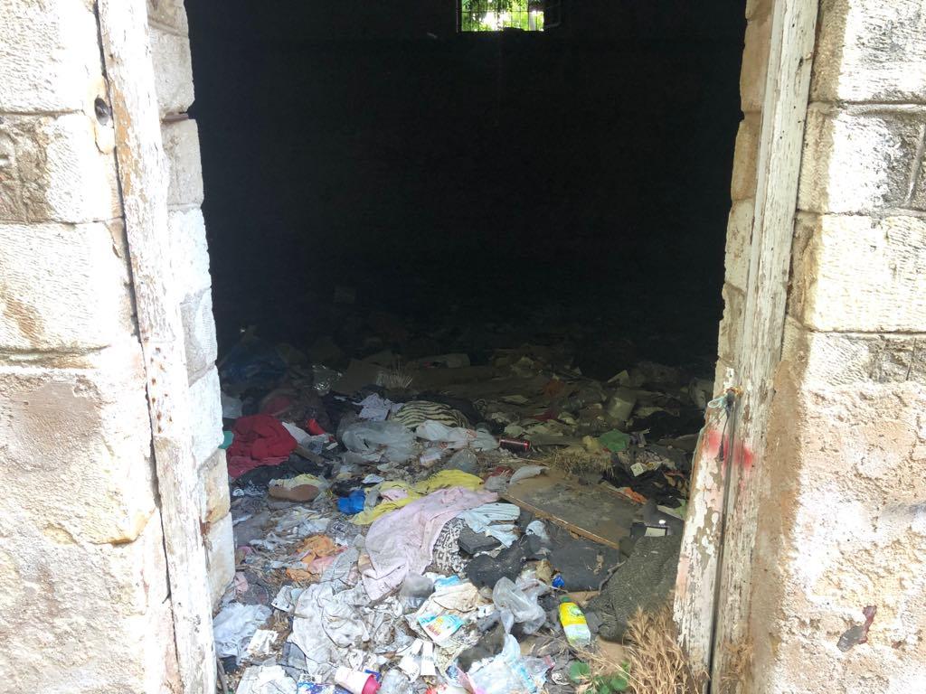 65026351_2116156385176505_302892956413591552_n Και (παράνομος) χώρος στάθμευσης, και σκουπιδότοπος στην καρδιά της πόλης