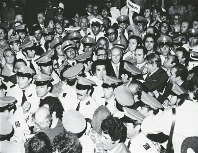 dimok3 Η αποκατάσταση της δημοκρατίας στην Ελλάδα