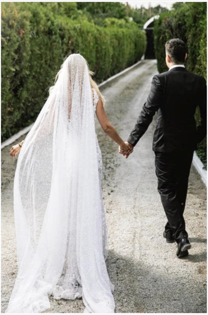 -2019-08-19-7.31.28-πμ Παντρεύτηκε με σεμνότητα και ταπεινότητα