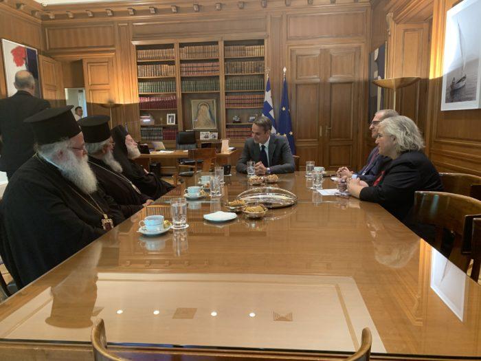 .-ΠΡΩΘΥΠΟΥΡΓΟΣ-2-e1570616189952 Ο πρωθυπουργός στο πλευρό της Εκκλησίας Κρήτης