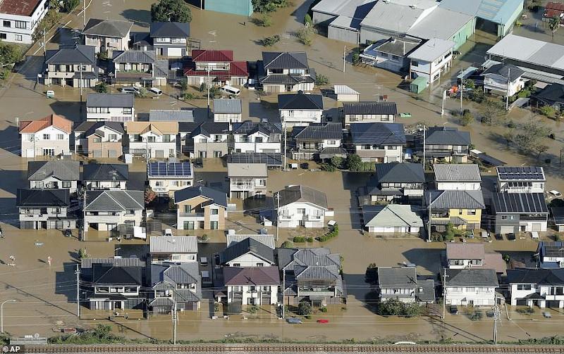 Japan-flood-2 Χαλασμός Κυρίου στην Ιαπωνία από τον τυφώνα Χαγκίμπις - Τουλάχιστον 14 οι νεκροί
